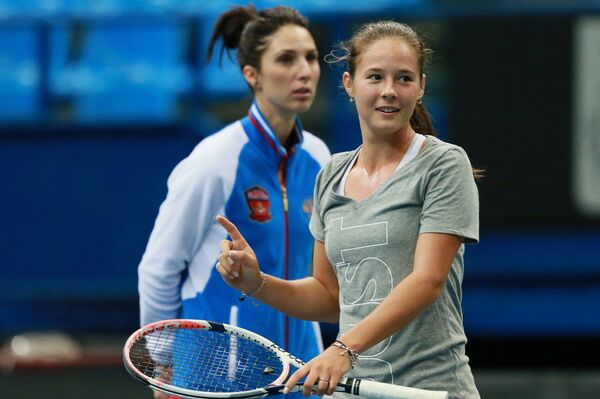 Российская теннисистка Дарья Касаткина (справа) и капитан команды Анастасия Мыскина
