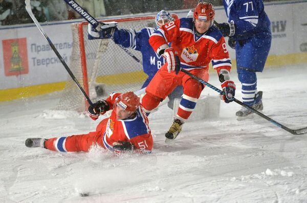 Игроки ЦСКА Антти Пильстрём (слева) и Сергей Федоров