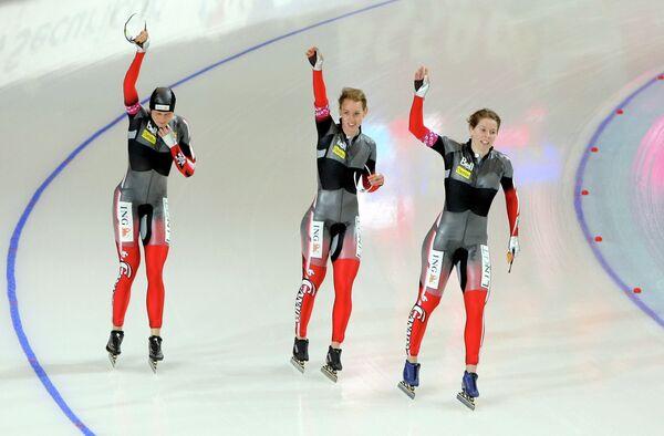 Кристина Гровс, Бриттани Шусслер и Кристин Несбитт (слева направо)