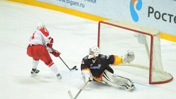Игровой момент матча КХЛ ХК Северсталь - ХК Витязь