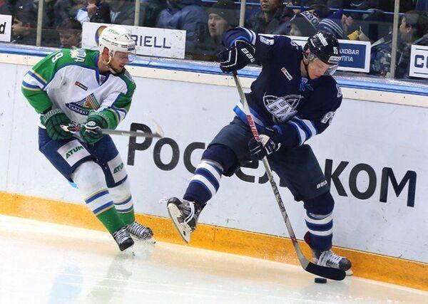 Игровой момент матча КХЛ ХК Нефтехимик - ХК Салават Юлаев