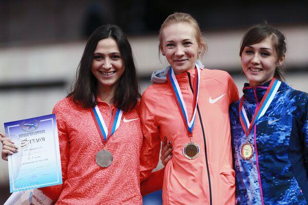 Мария Кучина - серебряная медаль, Ирина Гордеева - золотая медаль, Кристина Королева - бронзовая медаль (слева направо)