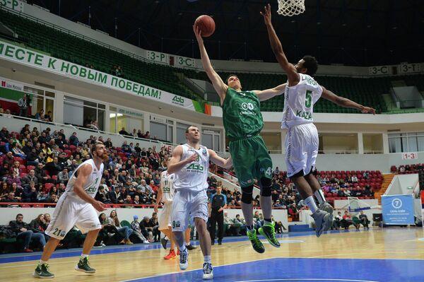 Игровой момент матча УНИКС - Зелена Гура