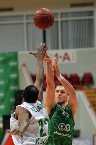 Игровой момент матча УНИКС - Зелёна-Гура