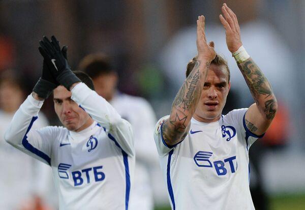 Футболисты московского Динамо Алексей Ионов (слева) и Андрей Ещенко