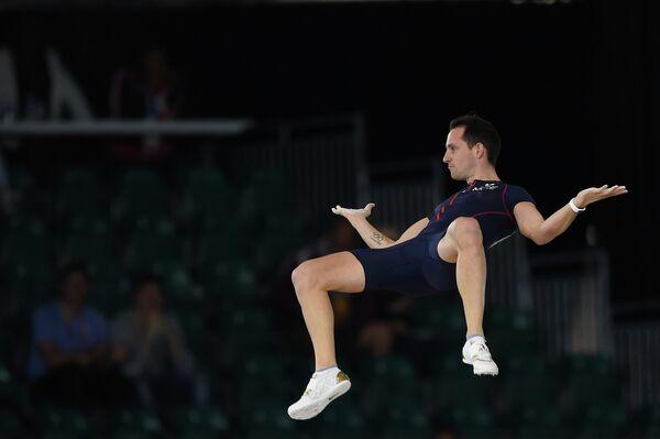 Французский прыгун в высоту Рено Лавиллени