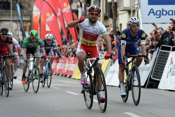 Французский велогонщик Насер Буанни из команды Cofidis (на переднем плане)