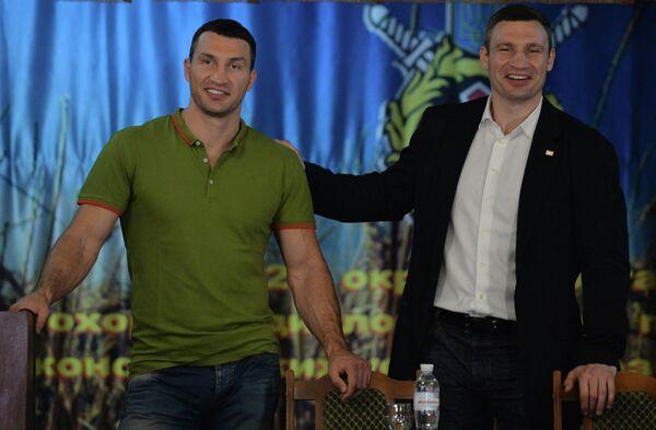 Виталий Кличко (справа) с братом Владимиром