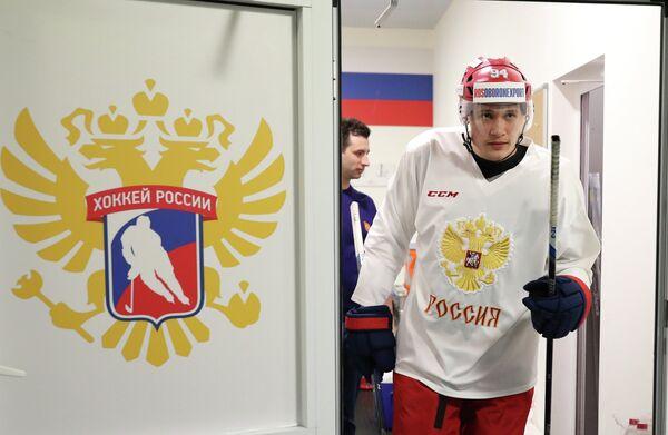 Защитник сборной России по хоккею Андрей Миронов