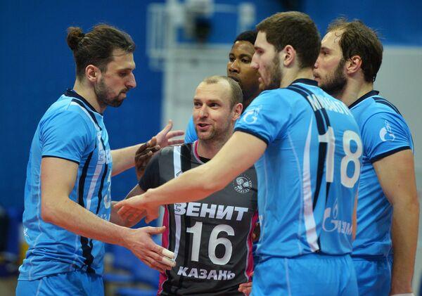 Волейболисты казанского Зенита радуются набранному очку