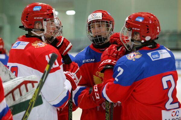 Хоккеисты юниорской сборной России (до 17 лет)