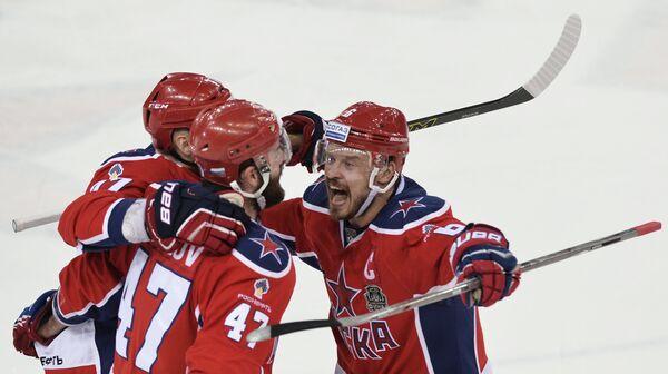 Хоккеисты ЦСКА Стефан Да Коста, Александр Радулов и Денис Денисов (слева направо)