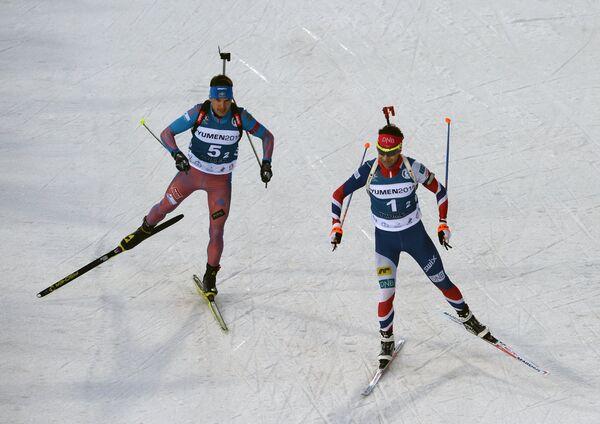 Слева направо: биатлонисты Евгений Гараничев (Россия) и Уле Эйнар Бьерндален (Новрегия)