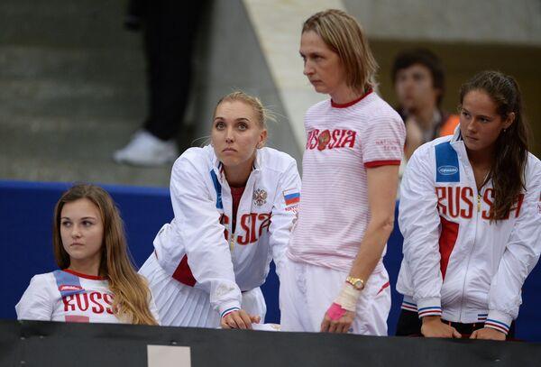 Теннисистки сборной России по теннису Анна Каминская, Елена Веснина (слева направо) и Дарья Касаткина (справа)