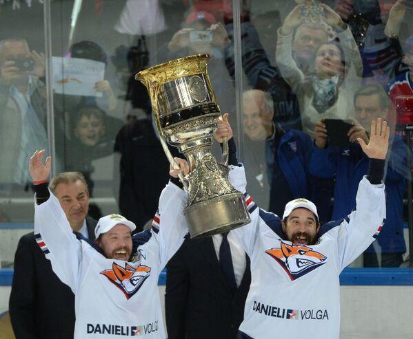 Форварды Металлурга Сергей Мозякин и Данис Зарипов (слева направо)