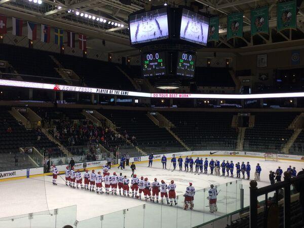 Хоккеисты юниорских сборных Россия и Швеции