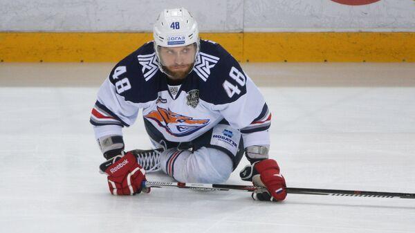 Защитник Металлурга Евгений Бирюков