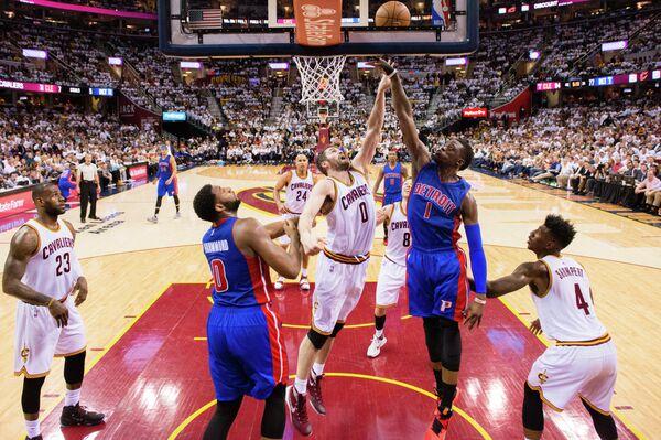 Игровой момент матча НБА Кливленд Кавальерс - Детройт Пистонс