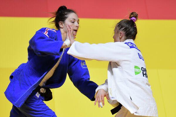 Слева направо: Отон Павья (Франция) и Ивелина Илиева (Болгария)