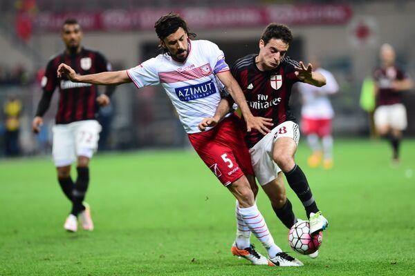 Игровой момент матча Милан - Карпи