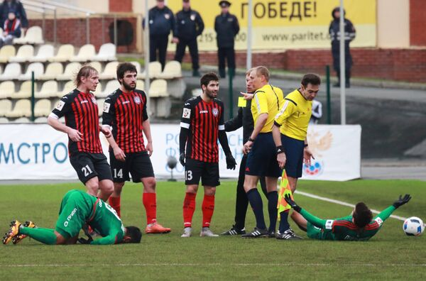 Игроки Амкара Дмитрий Белоруков, Георгия Джикия и Роланд Гиголаев (слева направо)