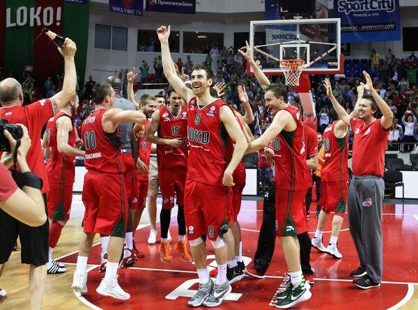 Игроки БК Локомотив-Кубань радуются победе