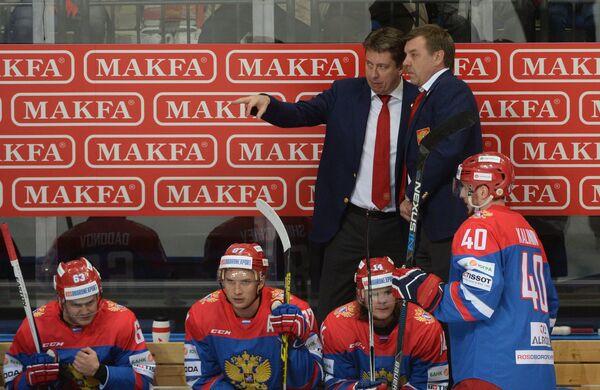 Главный тренер сборной России (справа) Олег Знарок и помощник тренера Харийс Витолиньш