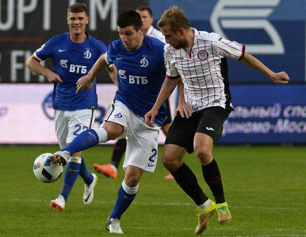 Игроки ФК Динамо Игорь Денисов и Фатос Бечирай (слева направо)