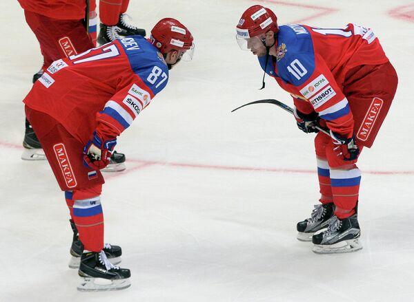 Хоккеисты сборной России Вадим Шипачёв (слева) Сергей Мозякин