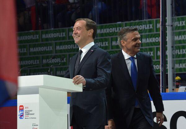 Дмитрий Медведев (слева) и Рене Фазель
