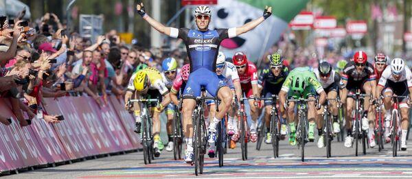 Марсель Киттель на финише второго этапа Джиро д'Италия