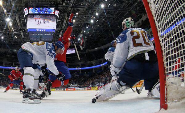 Игровой момент матча группового этапа чемпионата мира по хоккею Казахстан - Норвегия