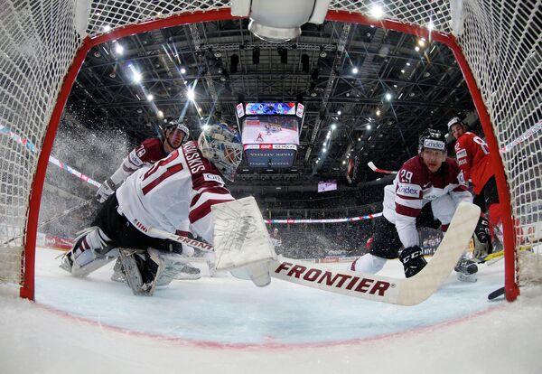 Игровой момент матча Швейцария - Латвия