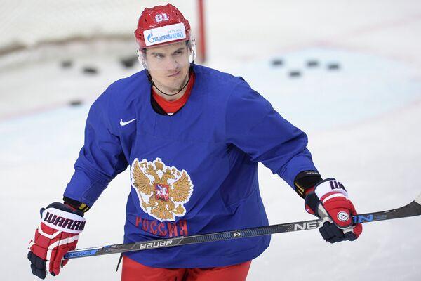 Защитник сборной России по хоккею Дмитрий Орлов