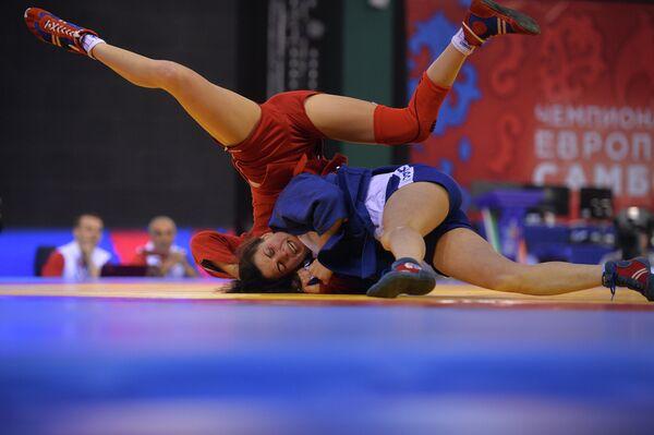Лейла Аббасова (справа) и Мария Молчанова