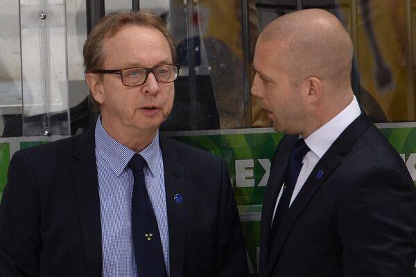 Главный тренер сборной Швеции Пер Мортс (слева)