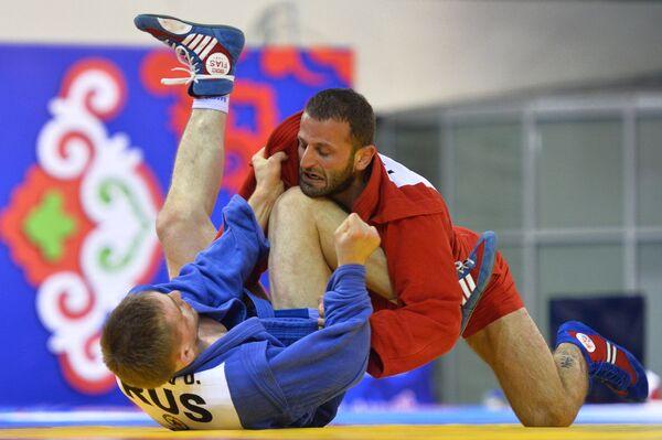 Денис Давыдов Денис (Россия) (слева) и Минда Лилуашвили (Грузия)