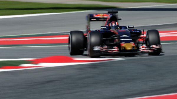 Гонщик Торо Россо Даниил Квят во время тренировочных заездов на Гран-при Испании