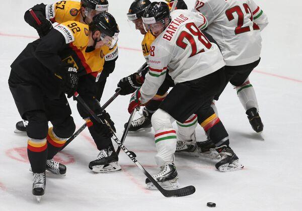Игровой момент матча группового этапа чемпионата мира по хоккею Германия - Венгрия