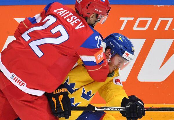 Защитник сборной России Никита Зайцев (слева) и форвард сборной Швеции Густав Нюквист