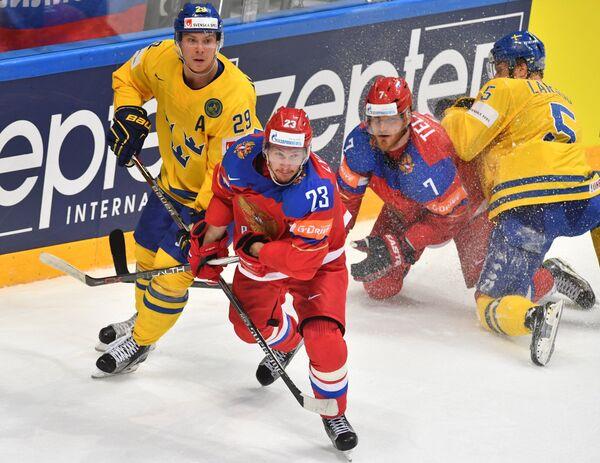 Игровой момент матча группового этапа чемпионата мира по хоккею Россия - Швеция