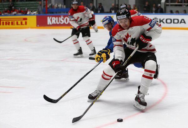 Защитник сборной Канады Коди Сеси