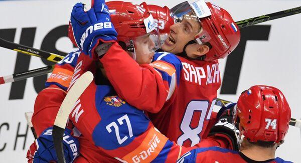Хоккеисты сборной России Артемий Панарин, Евгений Дадонов и Вадим Шипачев (слева направо)