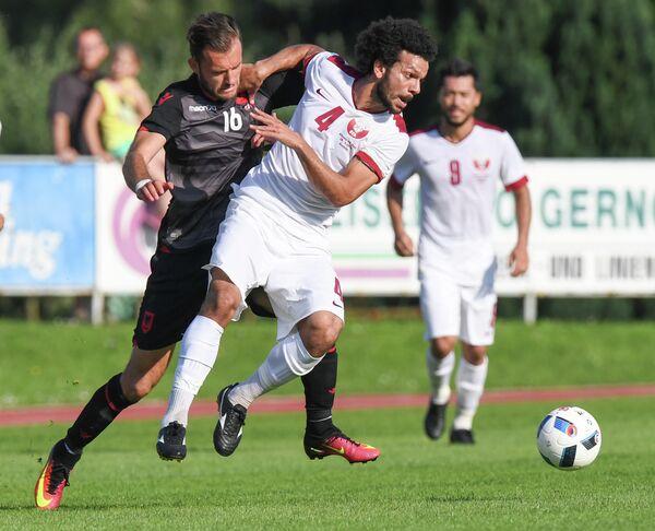 Игровой момент матча между сборными Албании и Катара