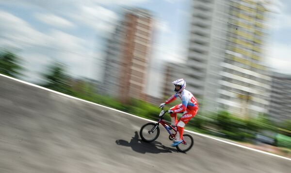 Спортсмены сборной России по велоспорту в дисциплине BMX Александр Катышев во время тренировки