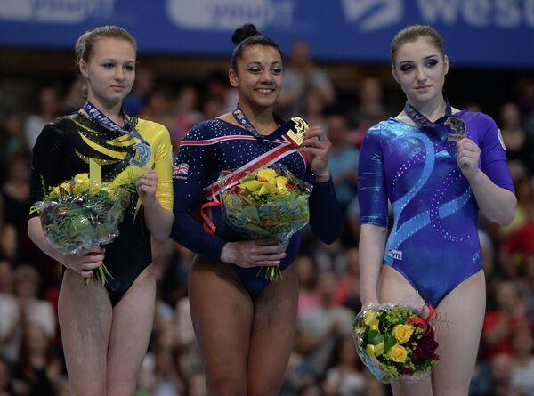 Дарья Спиридонова - серебряная медаль, Ребекка Дауни - золотая медаль, Алия Мустафина - бронзовая медаль (слева направо)