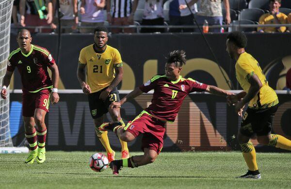 Игровой момент матча Ямайка - Венесуэла