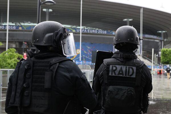 Сотрудники специального подразделения французской полиции RAID