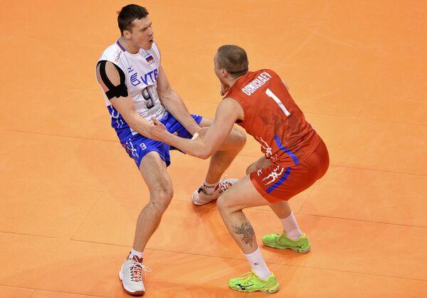 Волейболисты сборной России Юрий Бережко и Алексей Обмочаев (справа)