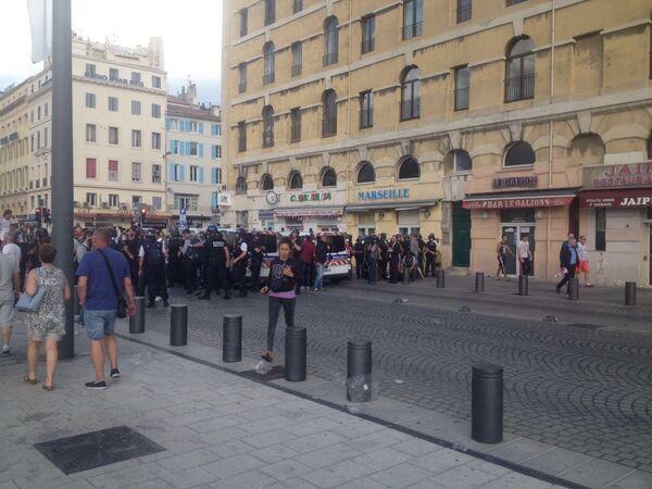 Столкновения между французской полицией и английскими болельщиками в Марселе